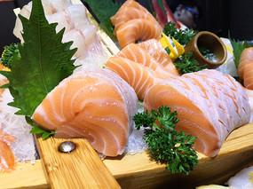 日式三文鱼刺身特写