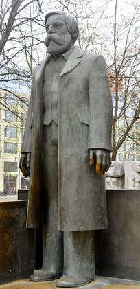 柏林马恩广场恩格斯塑像