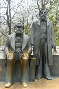 柏林马恩广场马克思和恩格斯像