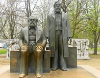 柏林马克思和恩格斯的塑像
