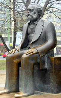 德国柏林马克思恩格斯广场雕塑