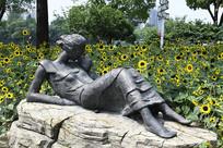 雕塑与向日葵