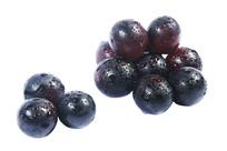 两堆美味的黑紫葡萄