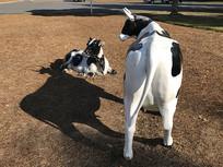 奶牛母女雕塑