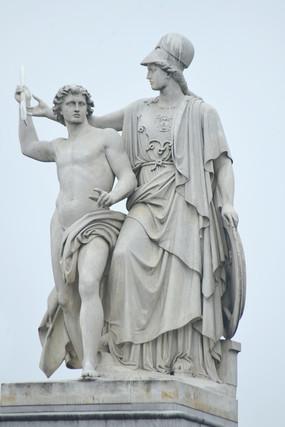 德国柏林宫殿桥上的大理石雕像