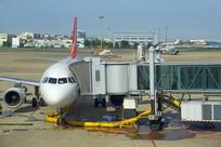 杭州萧山机场的客机和登机桥