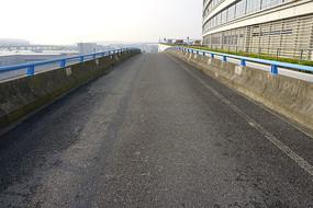航空港高架桥公路辅道
