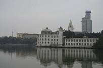 湖面白宫式酒店