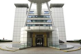上海浦东机场圆柱形电梯间外景