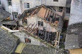 黄姚古镇被火烧过的建筑