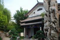 济南大明湖公园天然奇石馆出口