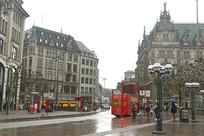 雨中的汉堡市城市街道及建筑