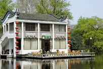 合肥包河浮庄茶楼的亲水台