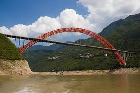 雄伟的巫山长江大桥