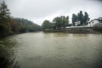河边的村庄