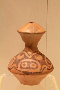 猪面纹细颈彩陶壶仰韶文化