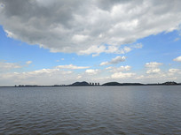 钱塘江对岸