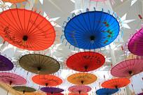 油纸伞天空