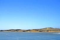 北京奥林匹克公园寒冬结冰湖面