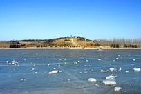 北京奥林匹克公园主湖寒冬结冰
