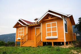 橙黄色的小木屋