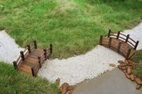 俯视小桥流水绿草地景观
