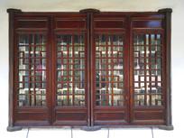 红色古典窗
