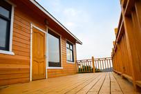 木质房屋的观景阳台
