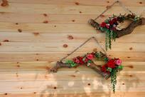 木板墙上园艺花卉