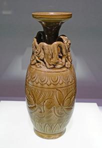 宋代青釉堆贴盘龙划花莲荷纹瓷瓶