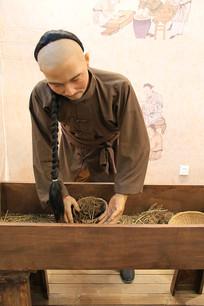 古代中药制作蜡像