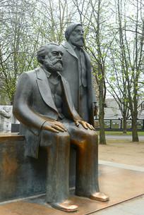 柏林马恩广场马克思恩格斯塑像