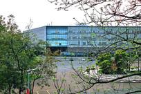 东莞理工学院的图书馆大全景