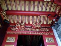 中式建筑雕梁画栋彩绘屋顶