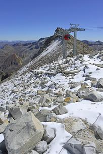 阿坝黑水达古冰山景区的索道