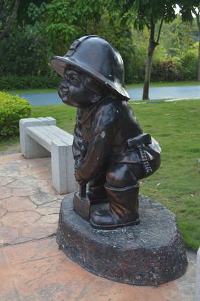 可爱小男孩雕塑