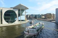 施普雷河畔的德国联邦政府大楼