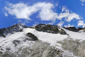 四川达古冰山的冰山雪峰