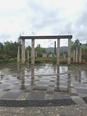 纪念式广场