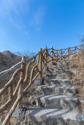 上山的石头台阶路
