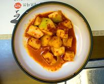 一碟韩国家常的泡菜萝卜