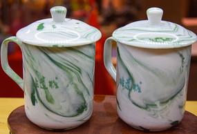传统瓷茶杯特写