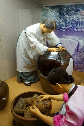 韩国民俗雕塑-大酱制作