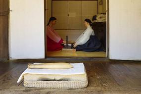 韩国民俗雕塑-捣衣砧板及木棒