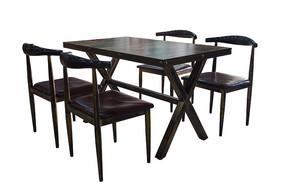 小餐馆餐桌椅子