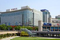 北京西站下沉广场及城市风光