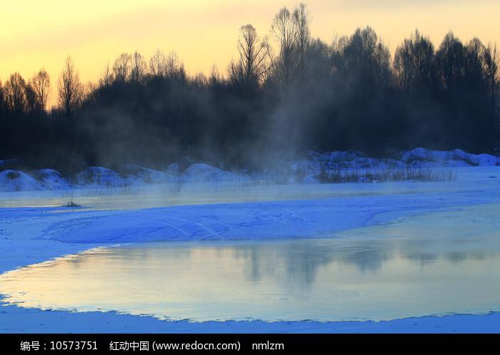 大兴安岭冰河朝阳图片