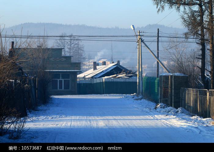 大兴安岭古朴的林业人家雪景图片