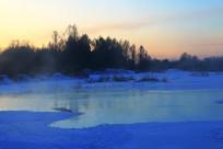大兴安岭林区冰河晨光