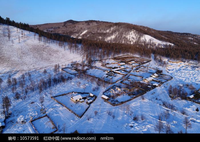 大兴安岭林区靠山人家雪景图片